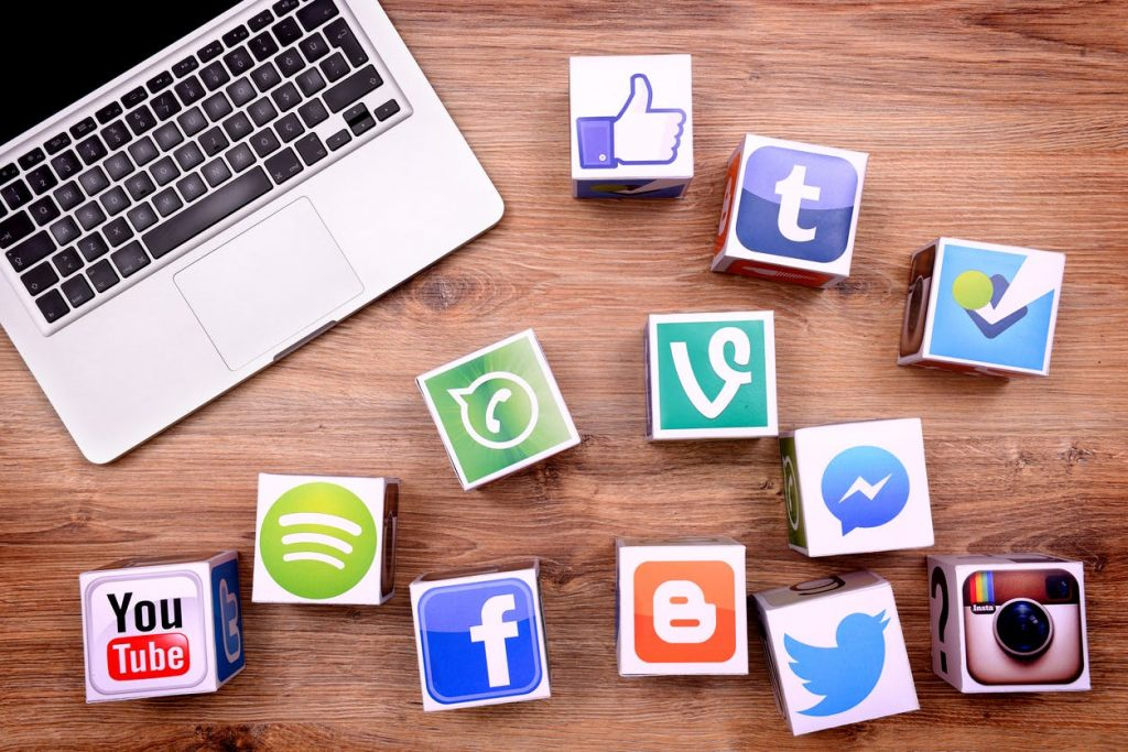 5 Things You Need To Know About Posting On Social Media On Weekends -  Paprika Media
